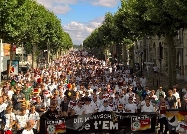 W-com Sportmarketing Agentur Referenz Fan Club Nationalmannschaft DFB Coca-Cola Fan Walk Bordeaux