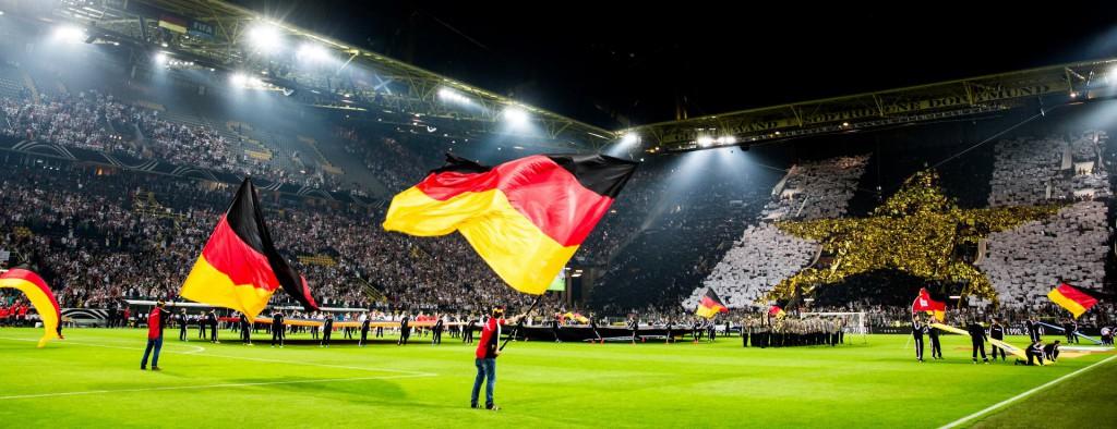 W-com-organisiert-Fan-Club-Aktivitaeten-zum-Laenderspiel-in-Dortmund-1024x394