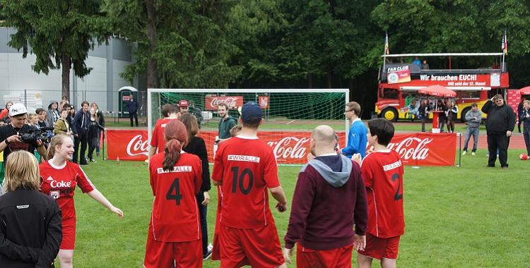 W-com organisiert den Coke Community Cup