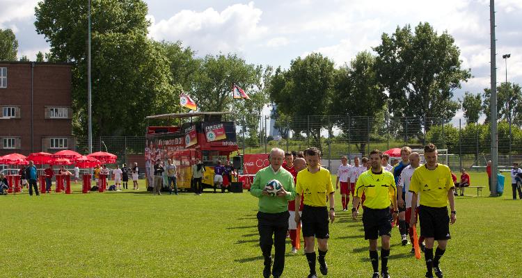 Coca-Cola sucht mit W-com das beste Firmen-Fußballteam