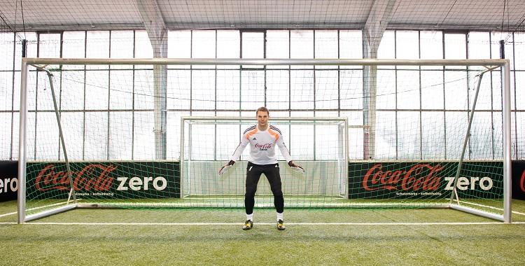 Sportmarketing-Agentur W-com organisiert 11m-Schießen mit Manuel Neuer für den Kunden Coca-Cola Deutschland GmbH