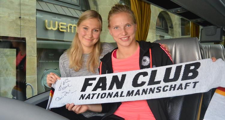 W-com begleitet 19-jährige Abiturientin beim Meet & Greet mit der deutschen Nationalspielerin Tabea Kemme